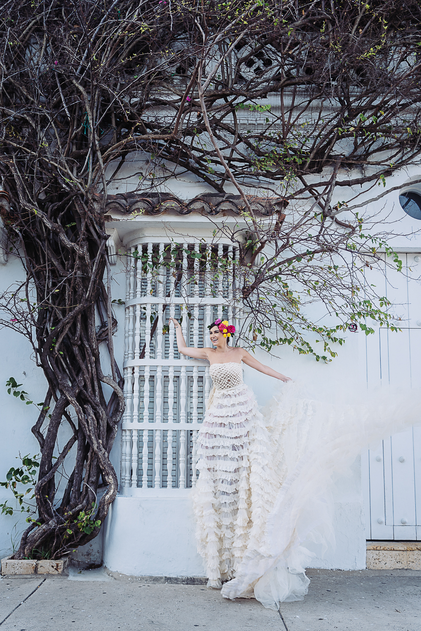 bride-in-cartagena-window-41