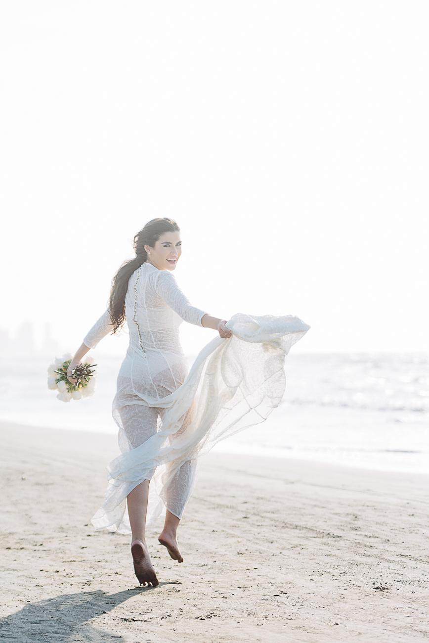 bride-running-in-cartagena-beach-59