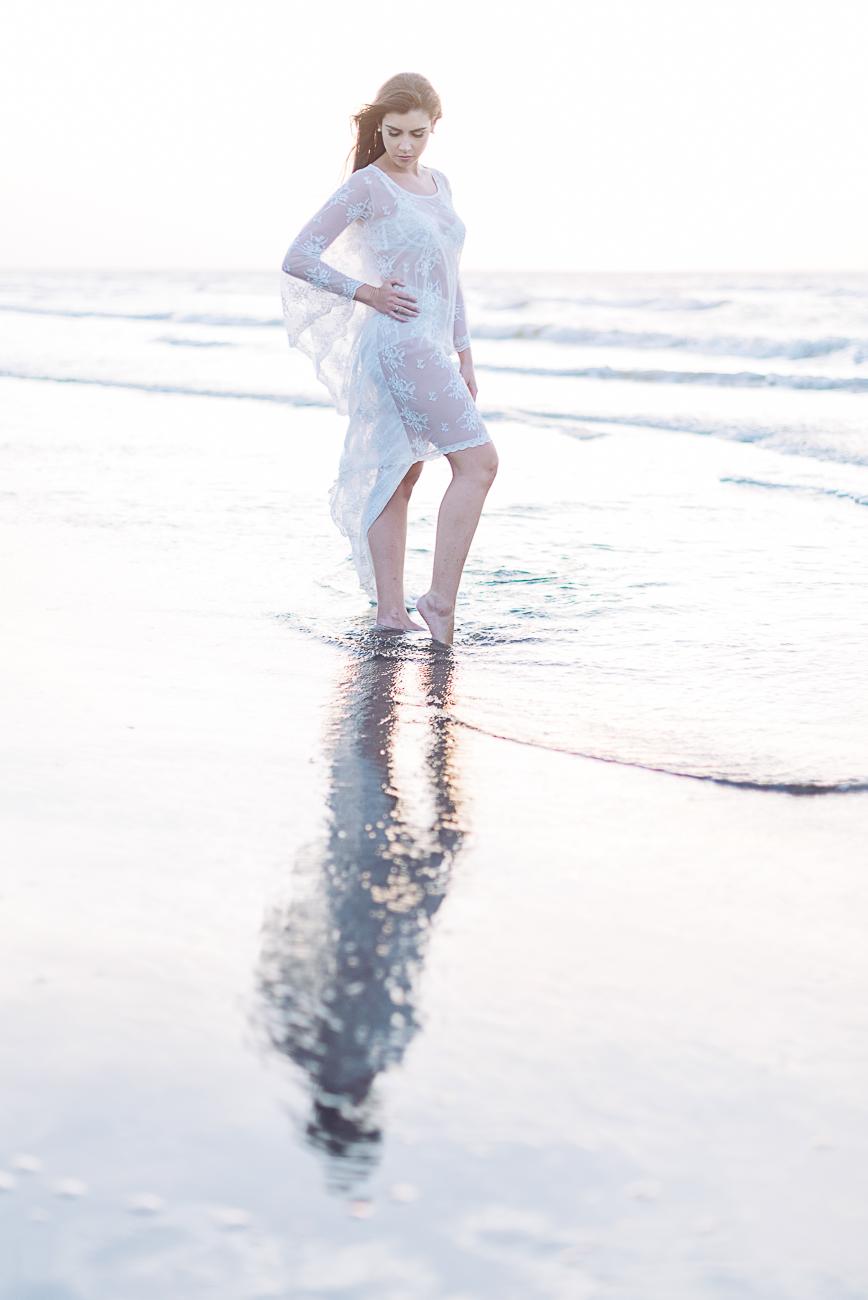 editorial-boudoir-photo-shoot-in-the-beach-83