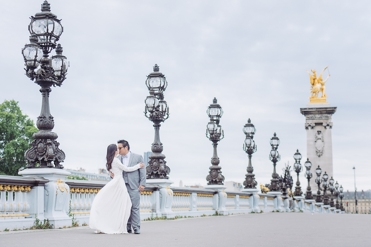 gloria-villa-alexander-bridge-paris-engagement