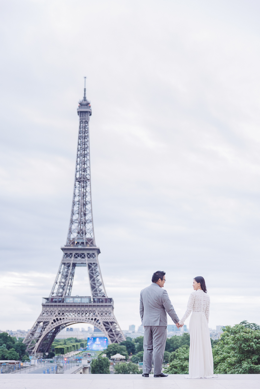 gloria-villa-couple-at-the eiffel-tower