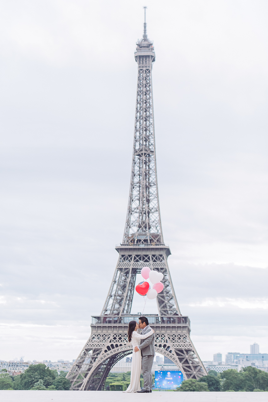 gloria-villa-couple-eiffel-tower-centered