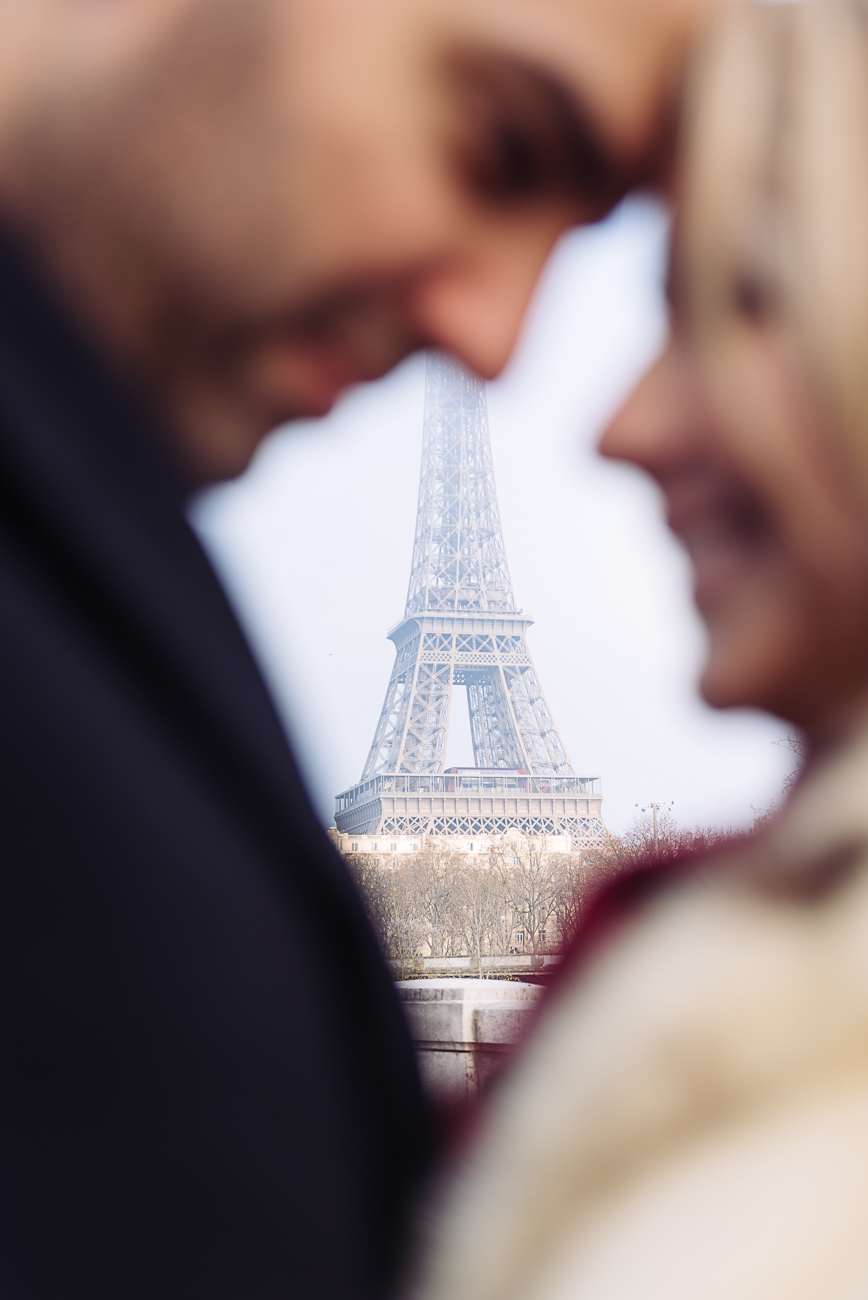 gloria-villa-couple-eiffel-tower