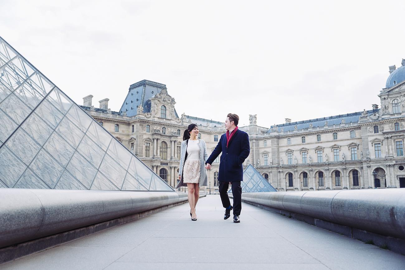 gloria-villa-couple walking in the louvre