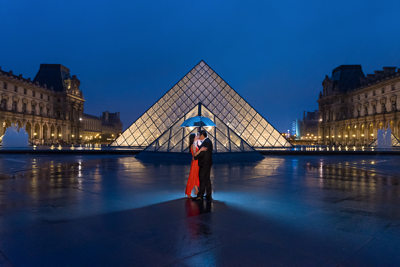 gloria-villa-couuple-with-umbrella-louvre