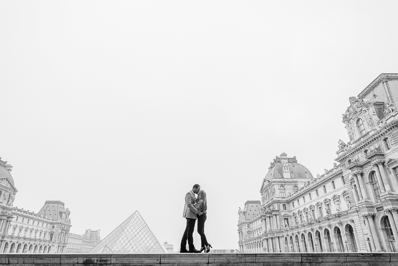 gloria-villa- engagement-louvre-paris