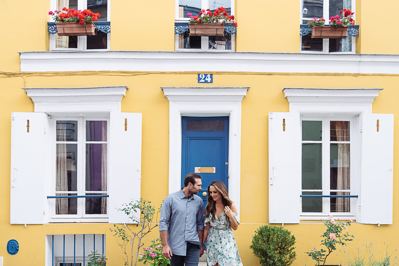 gloria-villa-engagement-paris-yellow-house
