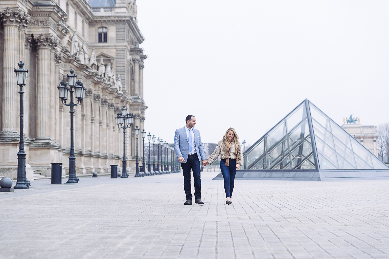 gloria-villa-engagement-walking-louvre