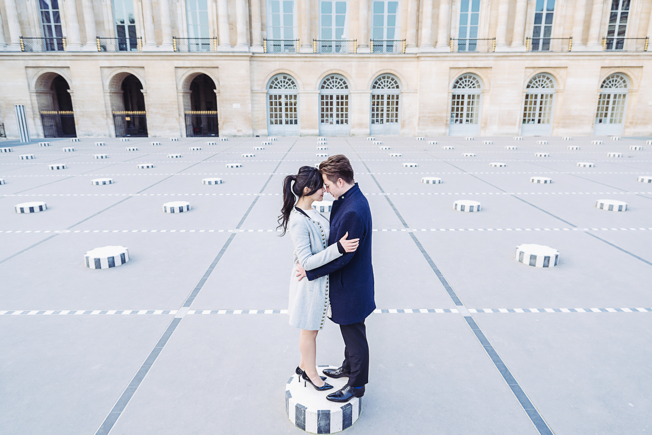 gloria-villa-engagement walking palais royal