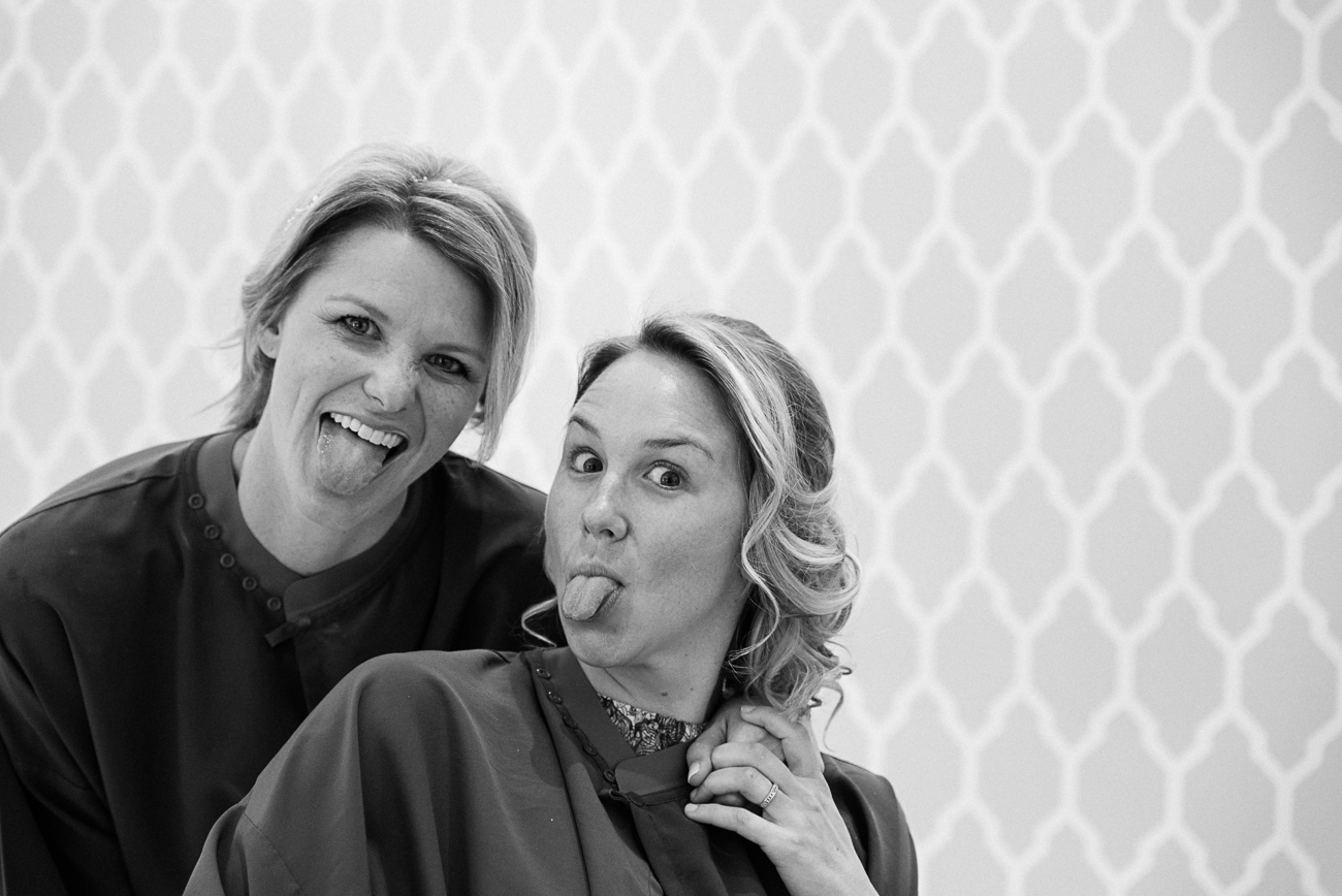 gloria-villa-getting-ready-paris-sisters