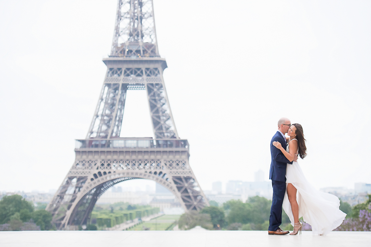 gloria-villa-kiss-cheek-eiffel-tower