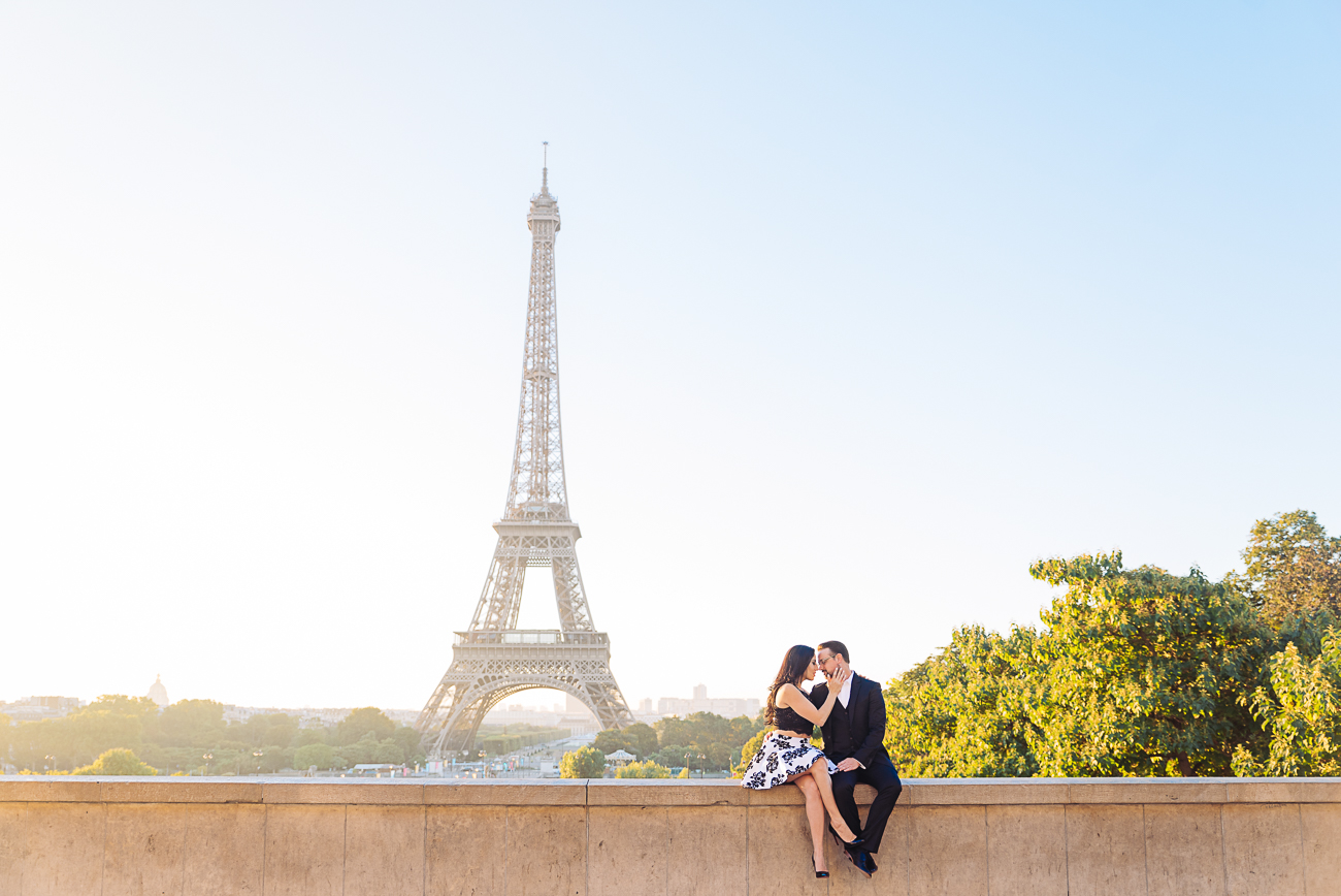gloria-villa-kissing-eiffel-tower