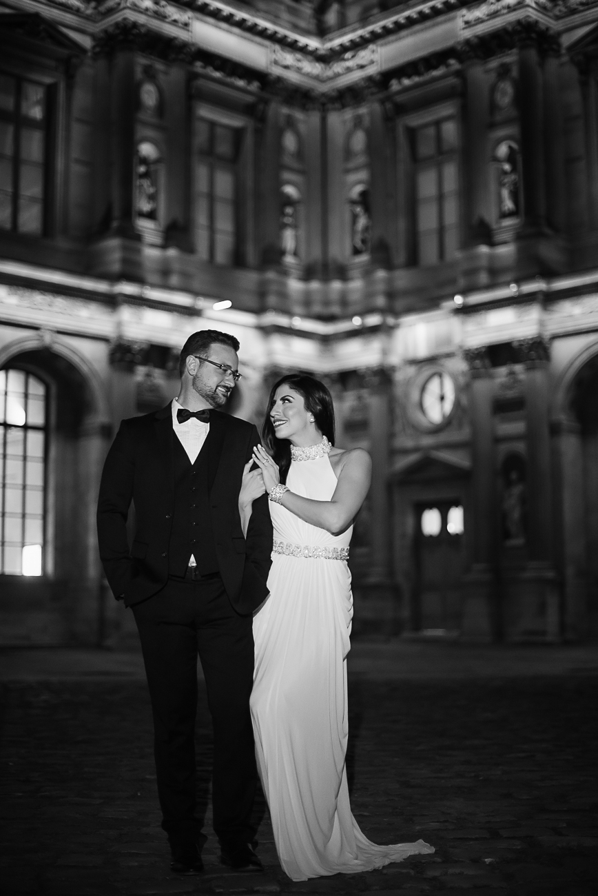 gloria-villa-louvre-engagement-paris-walk