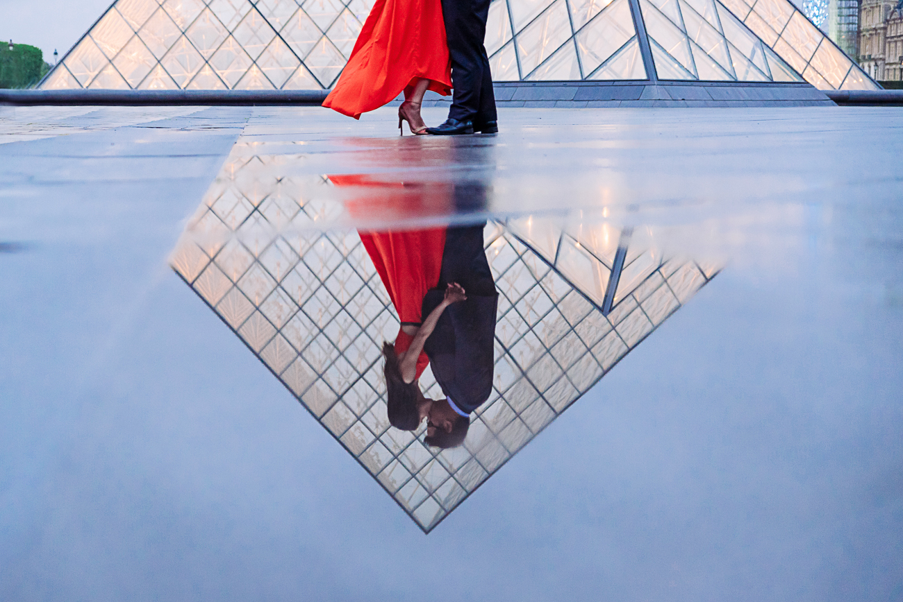 gloria-villa-louvre-pyramid-reflection