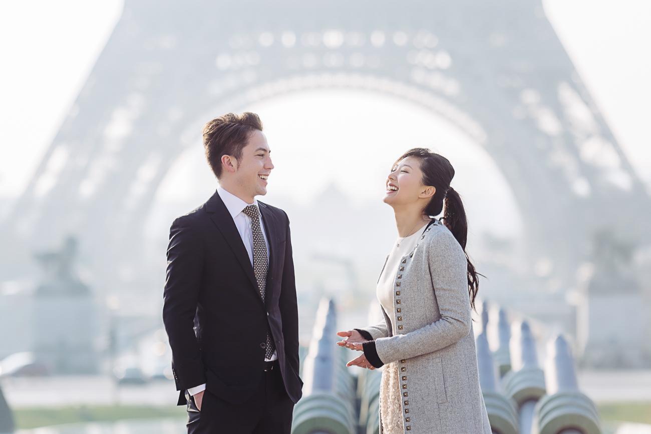 gloria-villa-pareja-riendo-paris-compromiso