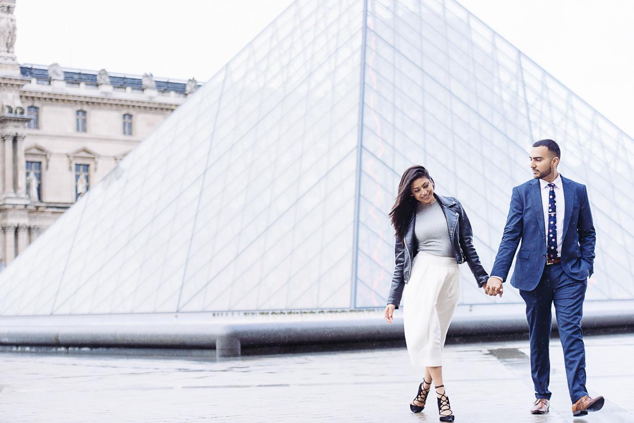 gloria-villa-paris-proposal-couple-walking-louvre