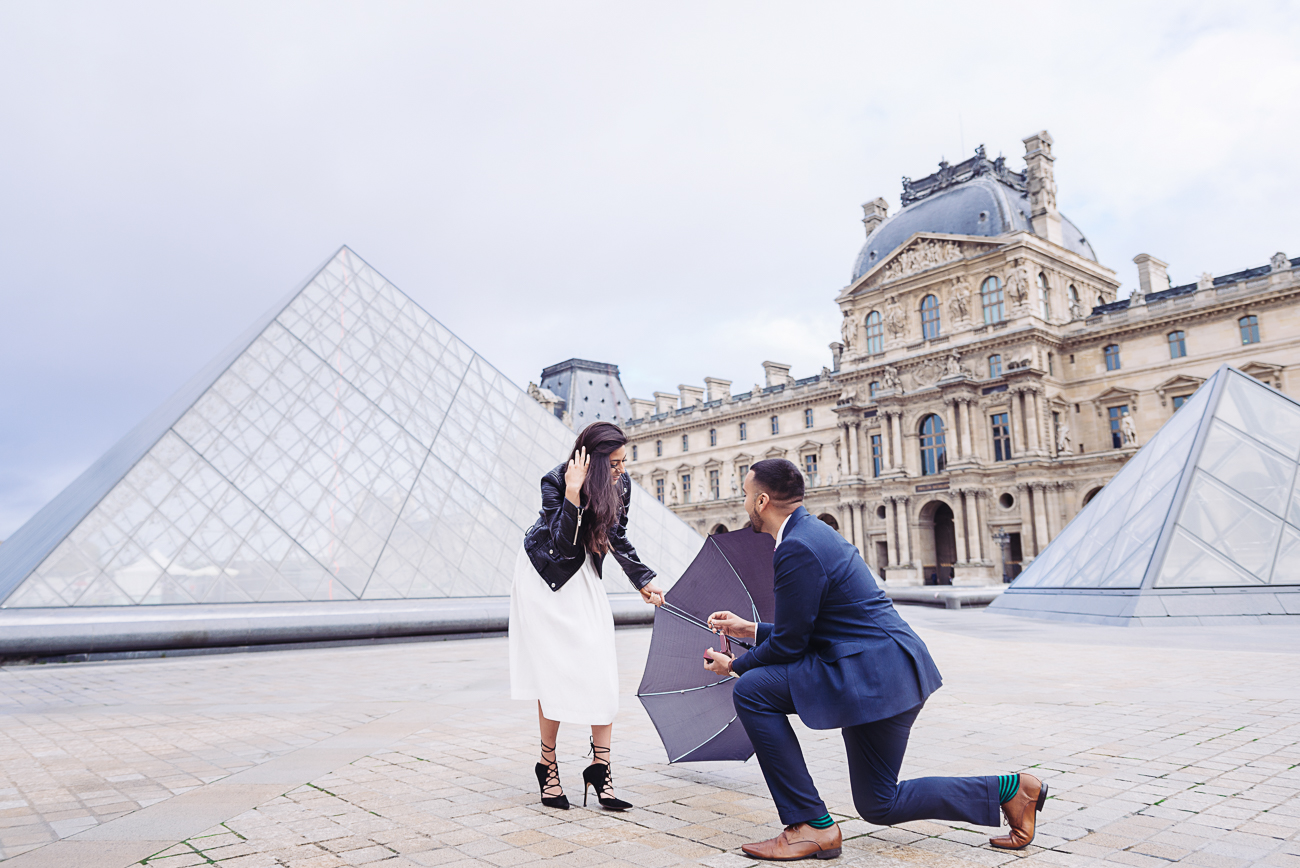 gloria-villa-paris-proposal-umbrella