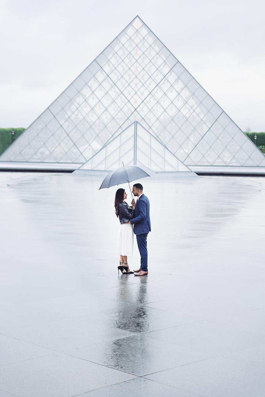 gloria-villa-paris-proposal-with-the-louvre-pyramid