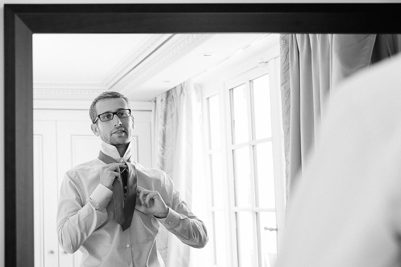 gloria-villa-paris-wedding-groom-gettin-ready