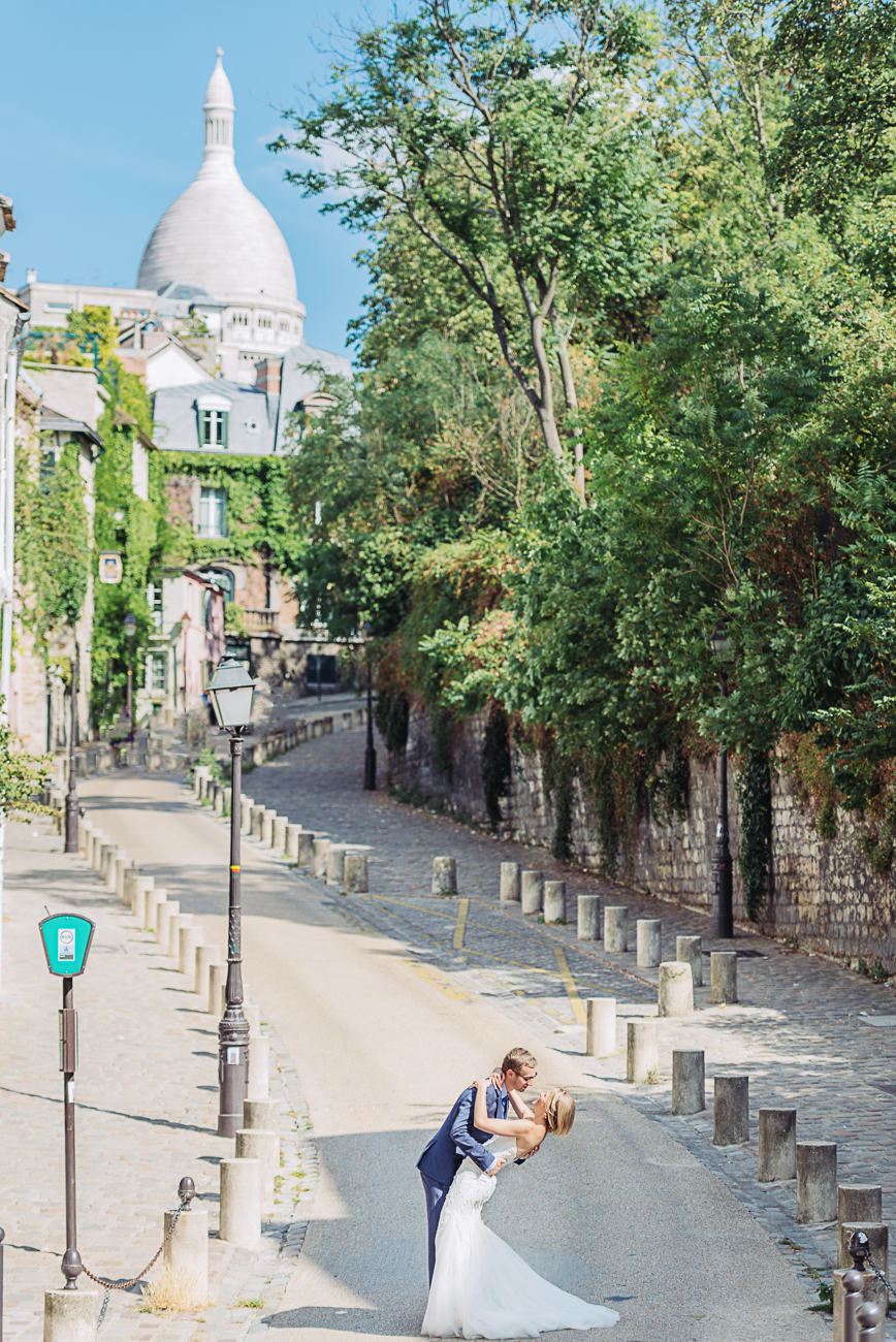 gloria-villa-paris-wedding-montmartre-streets