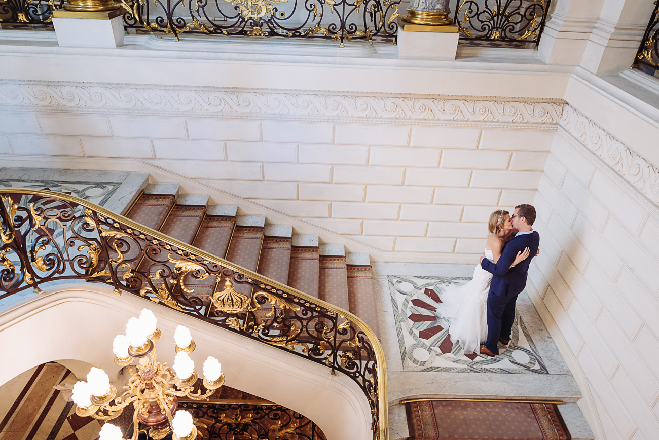 gloria-villa-paris-wedding-shangri-la-stairs-kiss