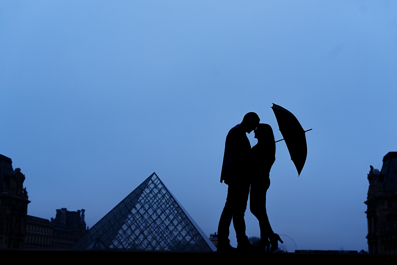 gloria-villa-silhouette-pyramid-umbrella