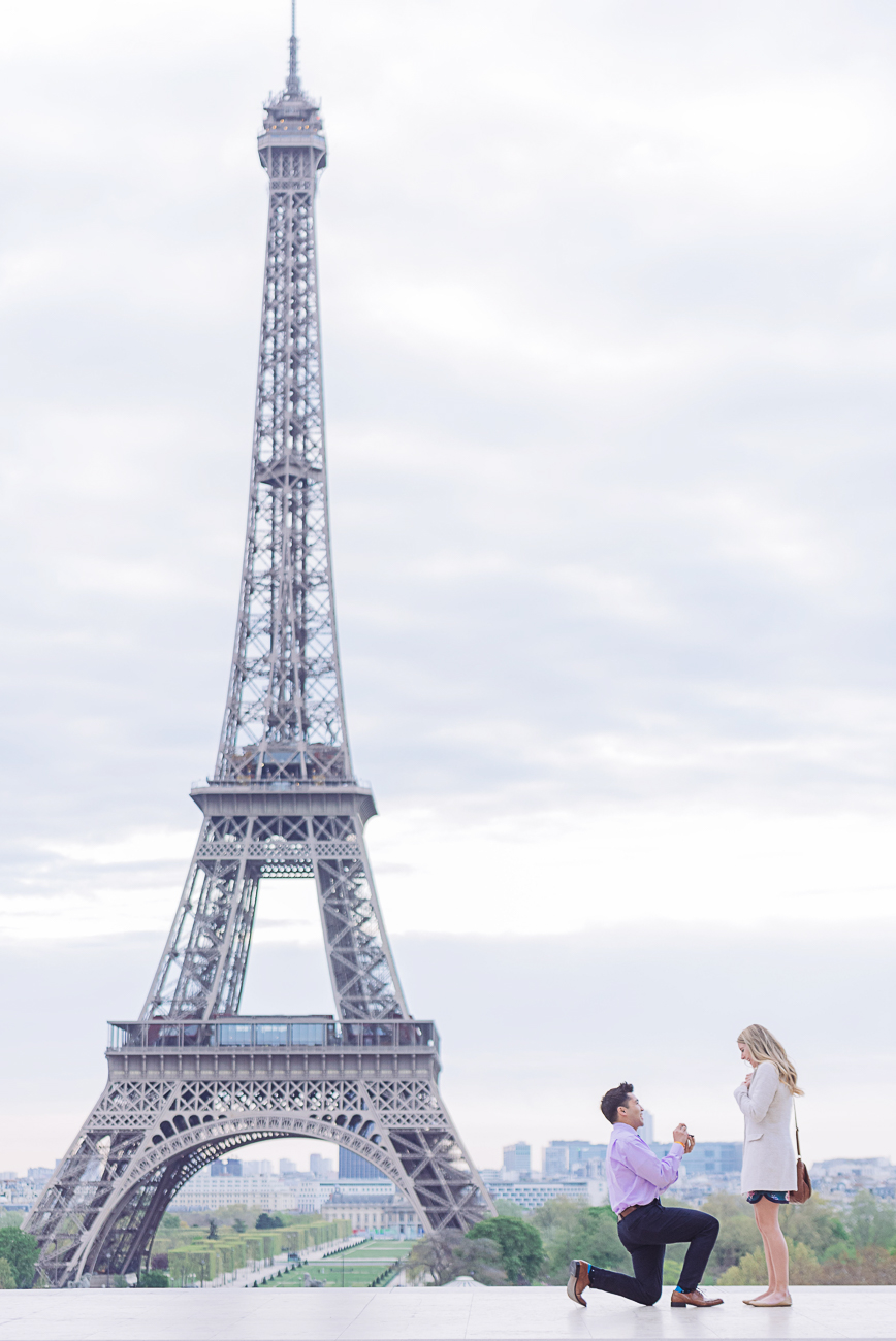 gloria-villa-surprise proposal-in-paris