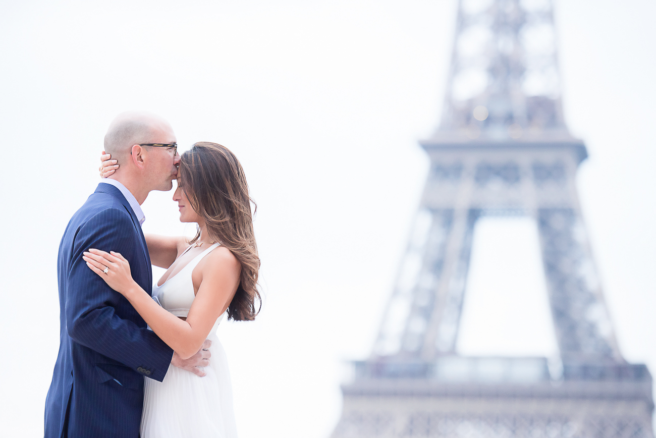 gloria-villa-sweet-couple-eiffel-tower