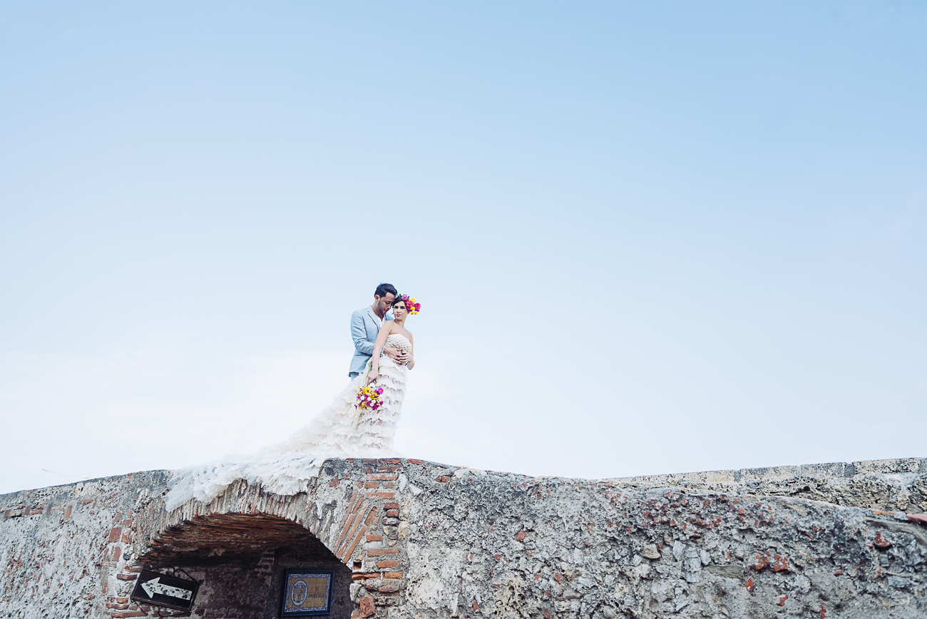 groom-bride-cartagena-arch-39
