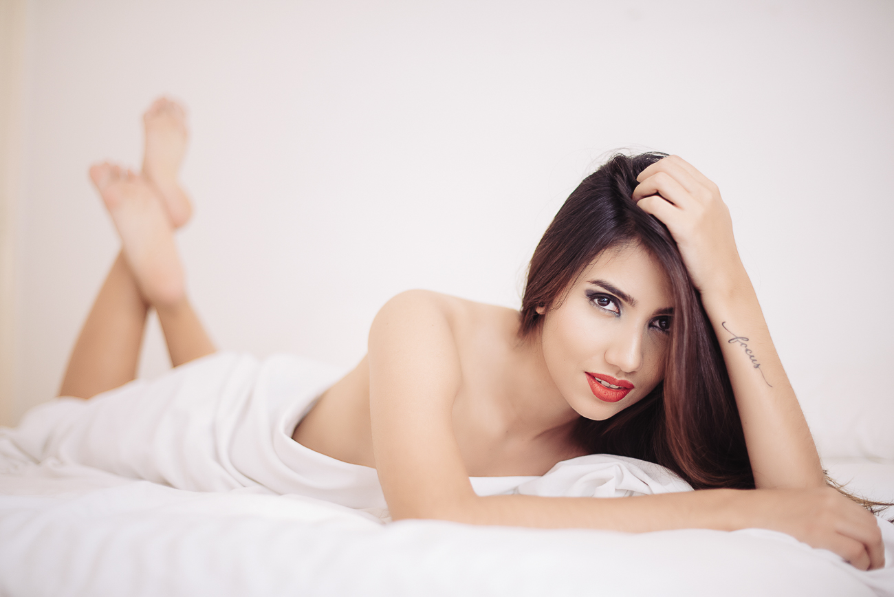 paris-boudoir-laura-in-bed-2-26