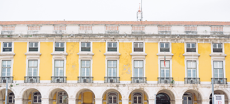 gloria-villa-engagement-shoot-lisbon–yellow-square