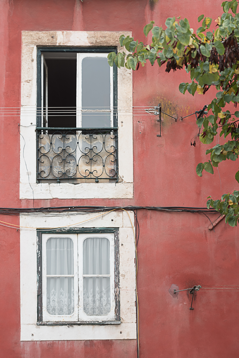 gloria-villa-window-lisbon