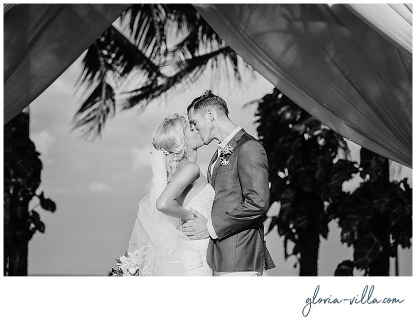bali-wedding-first-kiss