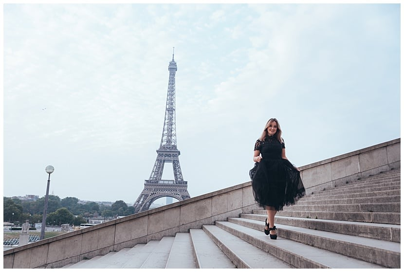 Portrait session Eiffel Tower boudoir photography in Paris by gloria villa