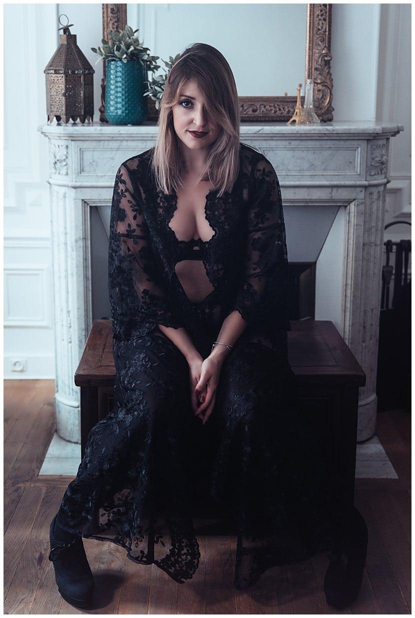 boudoir photography in Paris by gloria villa indoors
