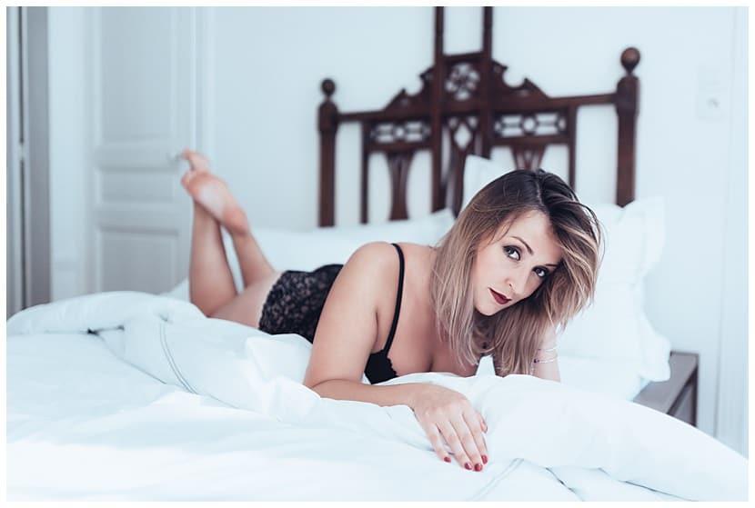 boudoir photography in Paris by gloria villa daring