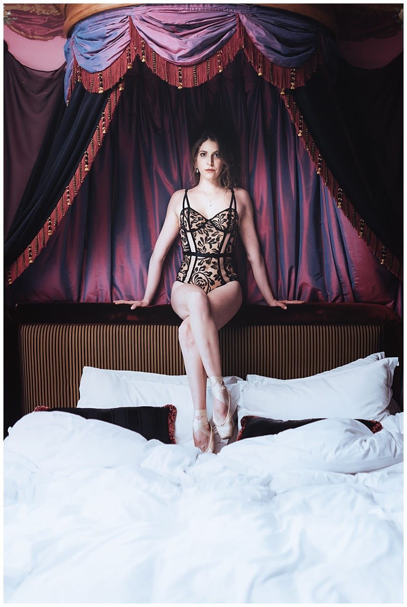 boudoir photography in Paris by gloria villa romantic