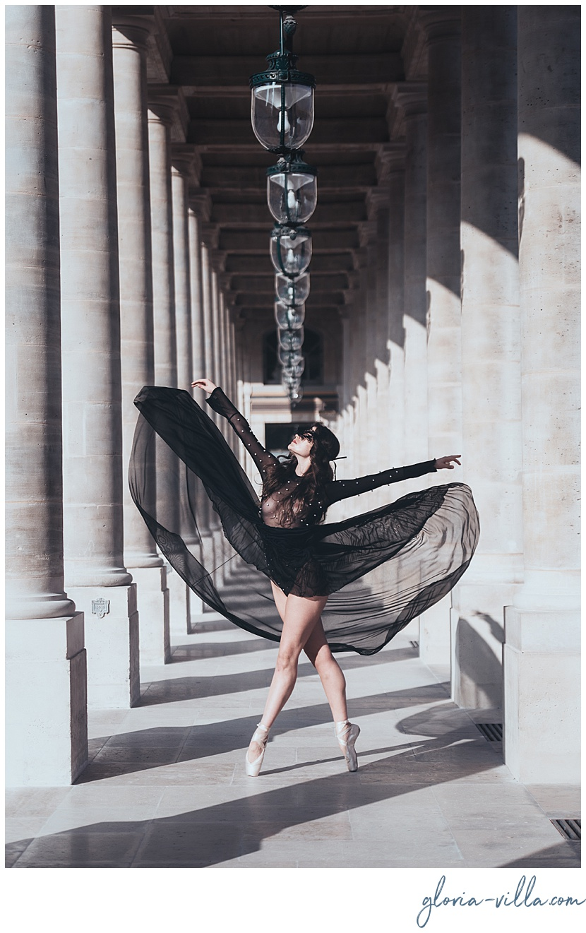 Paris photographer gloria villa with the ballerina during boudoir photoshoot