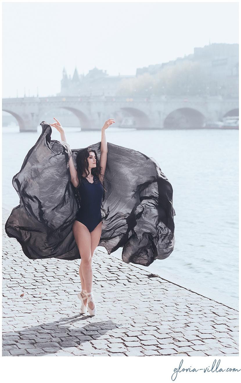 boudoir photoshoot in paris with gloria villa and the ballerina
