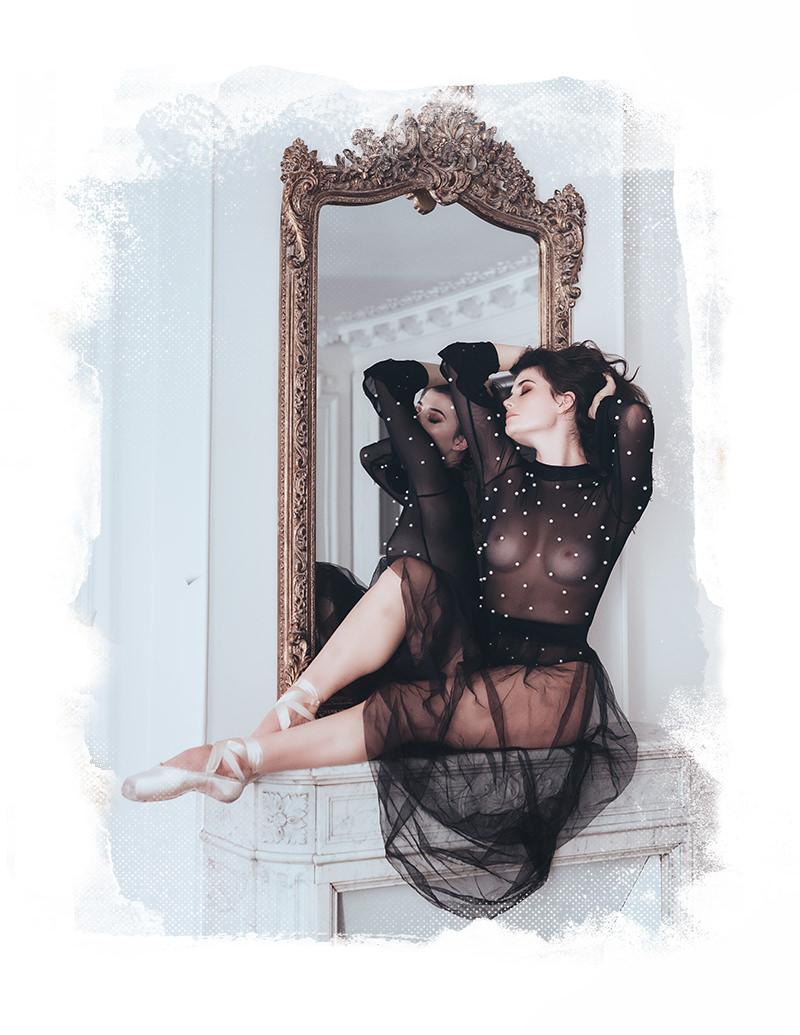 sesión de fotos de boudoir en espejo gloria villa paris