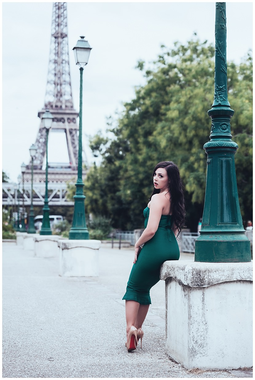 boudoir photoshoot in Paris Eiffel Tower by gloria villa
