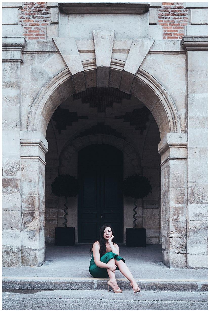 boudoir photoshoot in Paris by gloria villa Italian diva