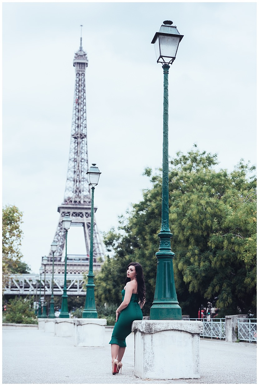 boudoir photoshoot in Paris at the Eiffel Tower by gloria villa