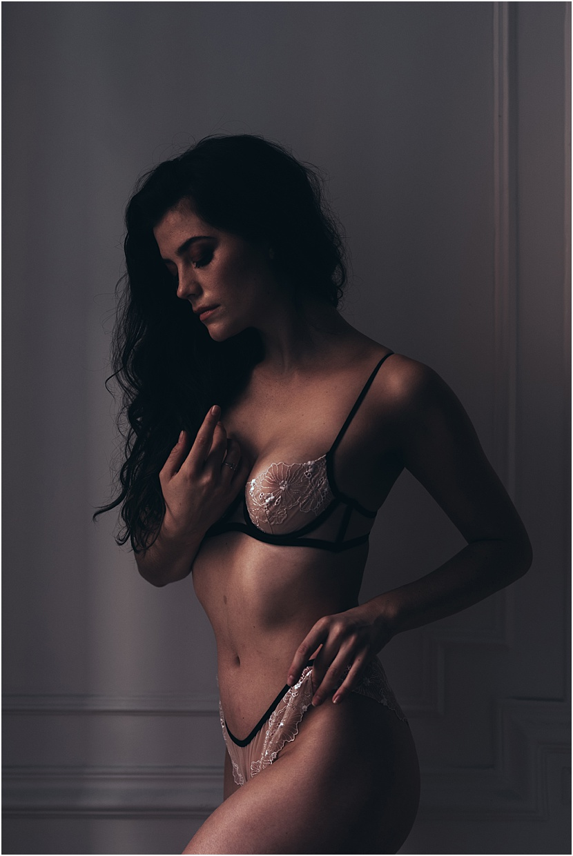 sensual-boudoir-photoshoot-in-paris-by-gloria-villa
