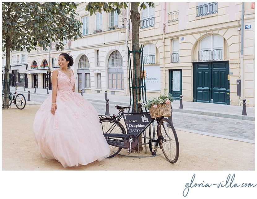 Quinceañera en callecita de paris en sesión de fotos con gloria villa