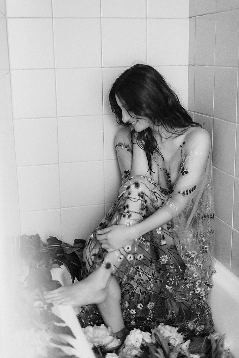 Fotografía de boudoir en París con Gloria Villa como una musa